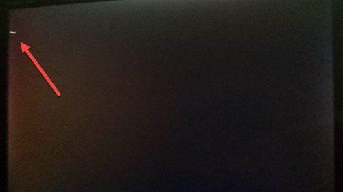 La computadora se inicia en una pantalla negra o en blanco con el cursor parpadeante